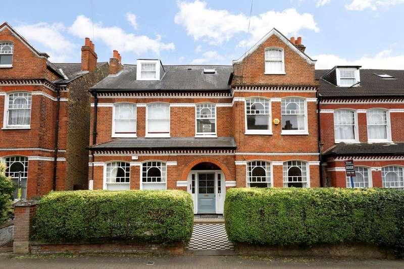 3 Bedrooms Flat for sale in Elmbourne Road, London SW17