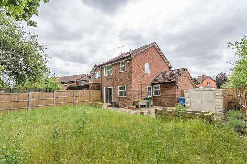 3 Bedrooms Detached House for sale in POTENTIAL TO EXTEND. Oliver Road, South Ascot, Berkshire,SL5 9DZ