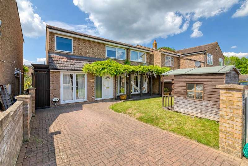 4 Bedrooms Detached House for sale in Vicarage Close, Arlesey, Beds SG15 6XH