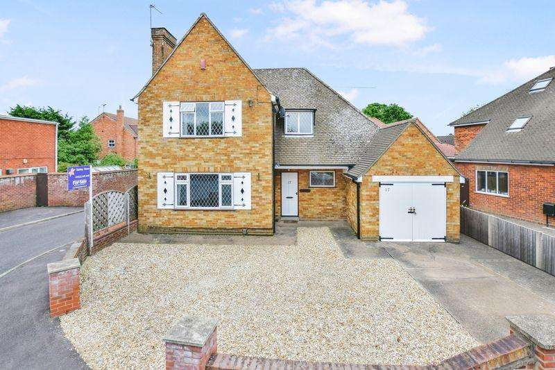 3 Bedrooms Detached House for sale in Swallowbeck Avenue, Lincoln