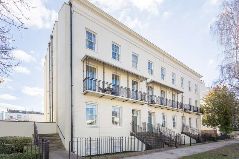 2 Bedrooms Flat for sale in Clarence Square, Cheltenham GL50 4JR