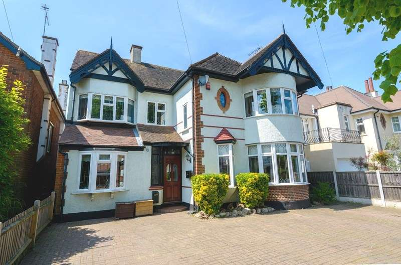 4 Bedrooms Detached House for sale in Marine Estate - within 100 Yards of Marine Parade