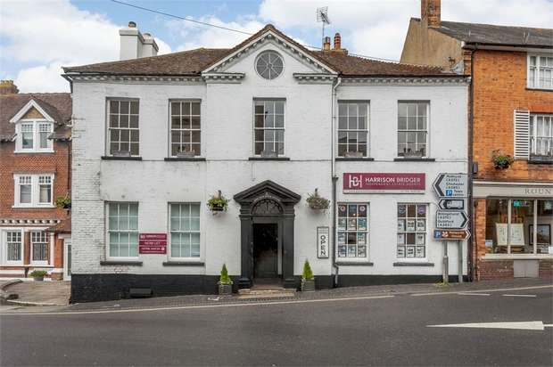 3 Bedrooms Ground Maisonette Flat for sale in Market Square, Petworth, West Sussex