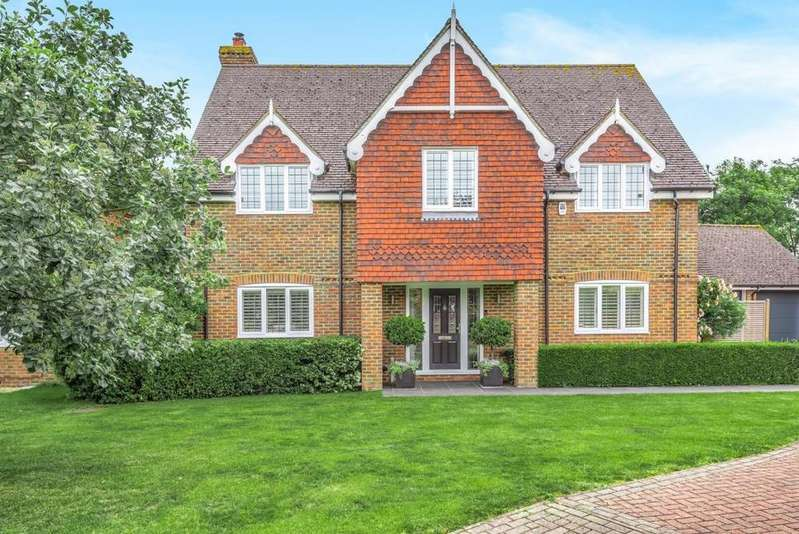 5 Bedrooms Detached House for sale in Swallowfield, Reading, RG7