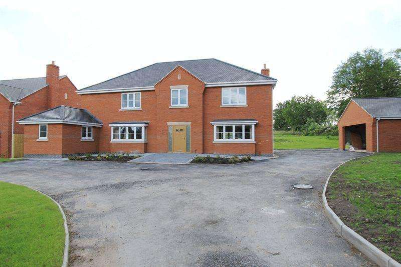6 Bedrooms Detached House for sale in Pinewood Road, Ashley Heath