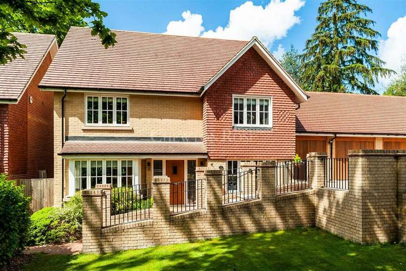 4 Bedrooms Detached House for sale in Old Tollgate Close, RG12