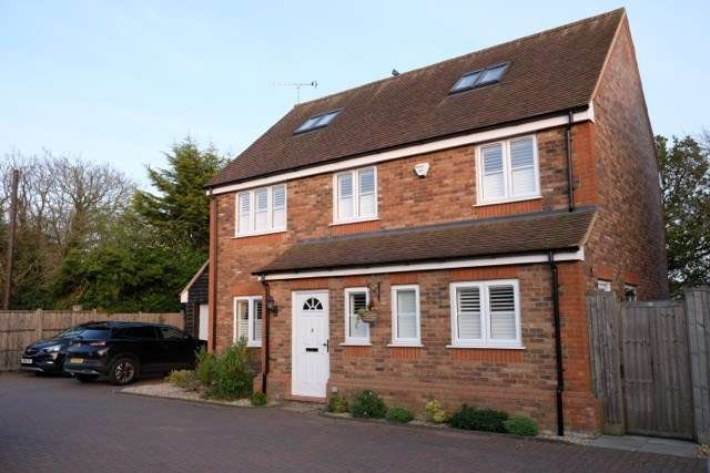 5 Bedrooms Detached House for sale in Luton Road, Offley, Hitchin, SG5