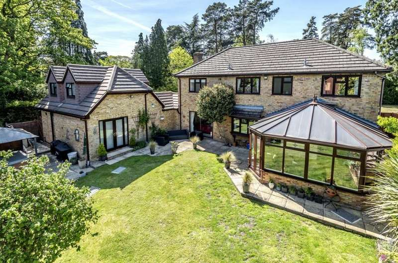 5 Bedrooms Detached House for sale in Augustus Gardens, Camberley, GU15
