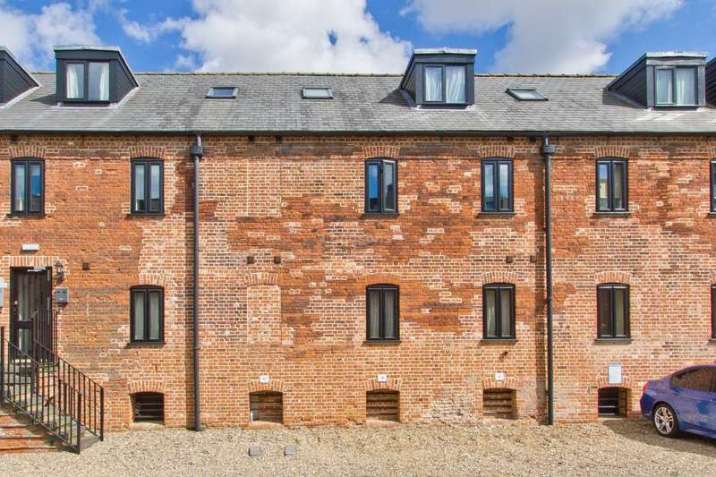 2 Bedrooms Maisonette Flat for sale in The Maltings, Dereham
