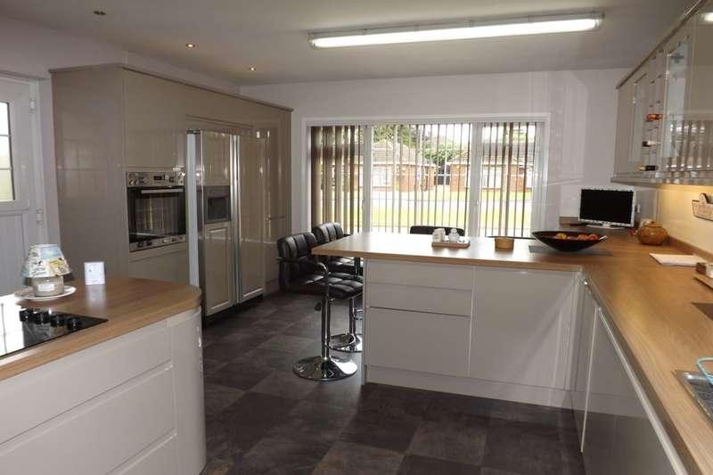3 Bedrooms Semi Detached Bungalow for sale in Hadrian Avenue, Dunstable, LU5