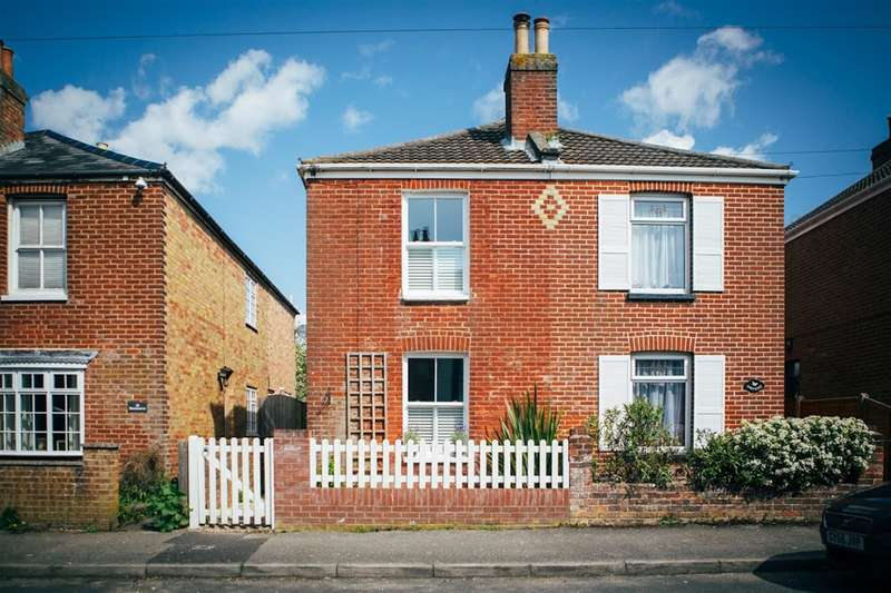 3 Bedrooms Semi Detached House for sale in Middle Road, Lymington, Hampshire, SO41 9HF