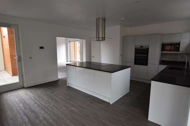 5 Bedrooms Terraced House for rent in 4 Kenwood Court, 472 Mansfield Road, Nottingham, NG5 2EL