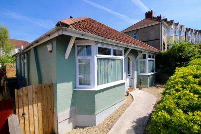 3 Bedrooms Bungalow for sale in Redcatch Road, Lower Knowle, Bristol