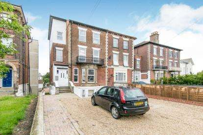3 Bedrooms Flat for sale in Dover Court, Essex