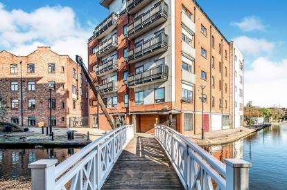 2 Bedrooms Flat for sale in 2 Ducie Street, Piccadilly, Manchester, Greater Manchester