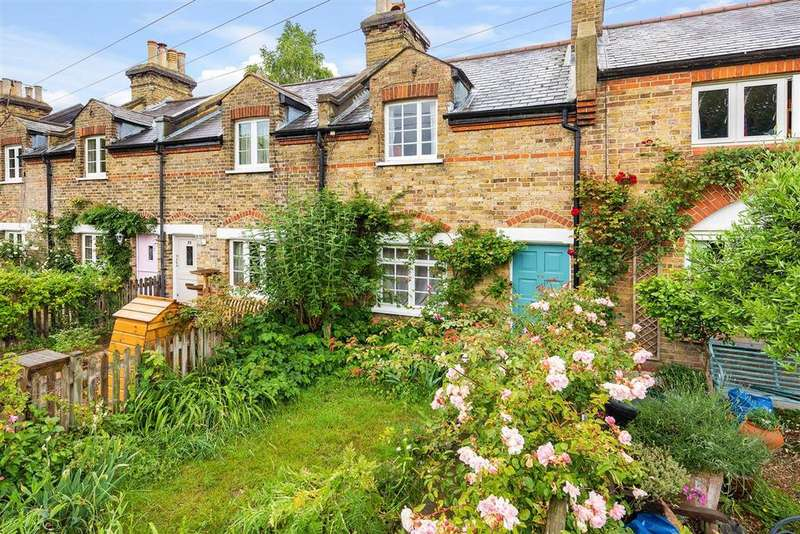 2 Bedrooms Terraced House for sale in Commondale, SW15
