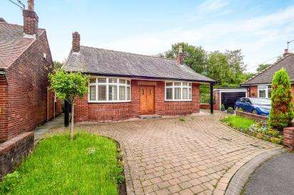2 Bedrooms Bungalow for sale in Wingate Drive, Whitefield, Manchester, Greater Manchester