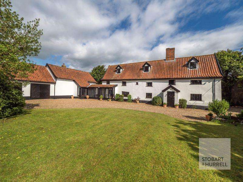 5 Bedrooms Detached House for sale in The Oak House, The Street, Tibenham, Norfolk, NR16 1QA