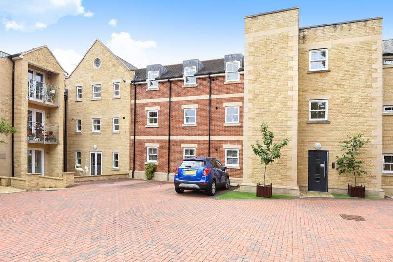 2 Bedrooms Apartment Flat for rent in Blenheim Heights, Witney, OX28