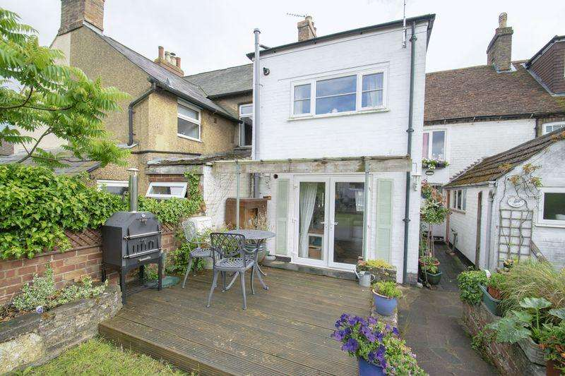 2 Bedrooms Terraced House for sale in Saunders Piece, Ampthill