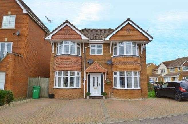 5 Bedrooms Property for sale in Stornaway Road, Slough, Berkshire, SL3 8WY