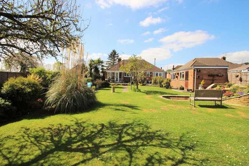 3 Bedrooms Detached Bungalow for sale in Eversley Road, Arborfield, RG2