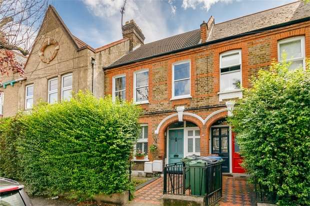 2 Bedrooms Maisonette Flat for sale in Carr Road, LONDON