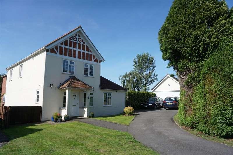 5 Bedrooms Detached House for sale in Semington, Trowbridge