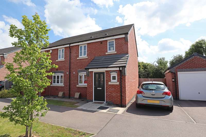 3 Bedrooms Semi Detached House for sale in Faray Drive, Hinckley, LE10