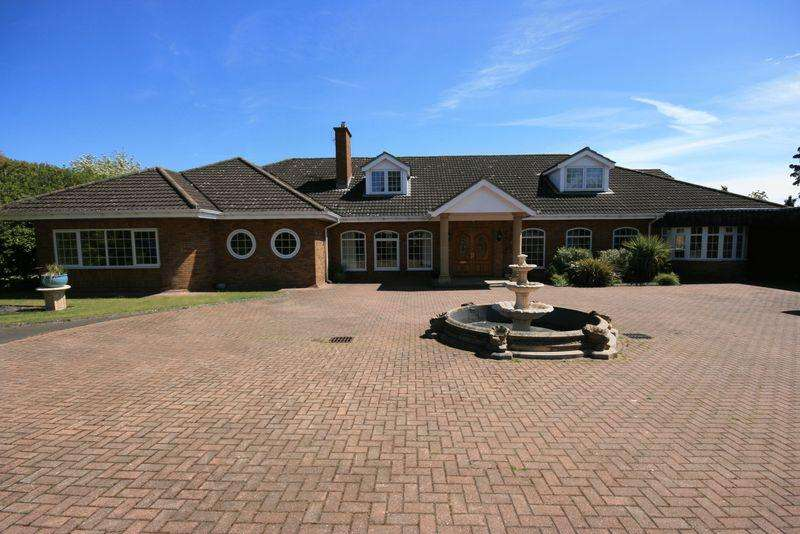 6 Bedrooms Detached House for rent in Montagu Avenue, Gosforth, Newcastle upon Tyne