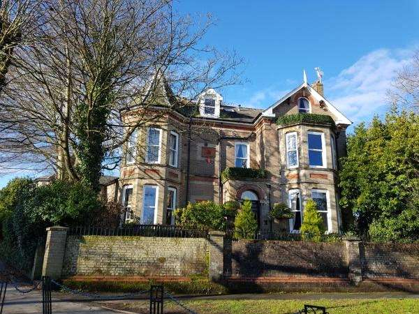 6 Bedrooms House for sale in Weymouth Avenue, Dorchester, Dorset, DT1
