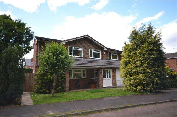 5 Bedrooms Detached House for sale in Barford Close, Fleet, Hampshire