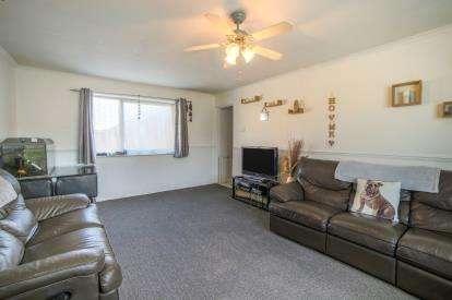 2 Bedrooms Maisonette Flat for sale in Brussels Way, Luton, Bedfordshire, United Kingdom