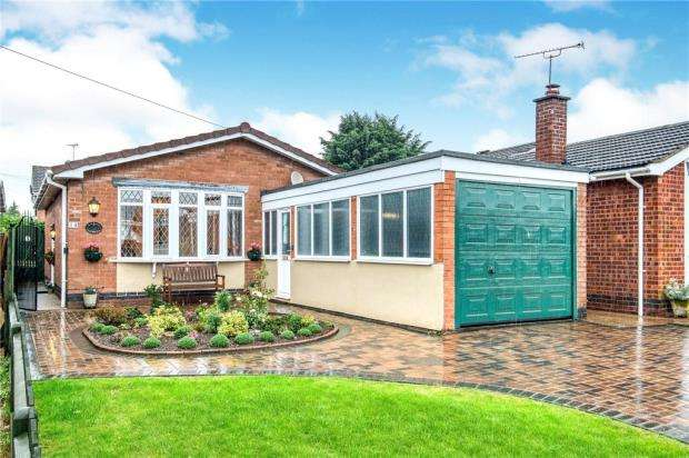 2 Bedrooms Detached Bungalow for sale in Woodcote Avenue, Kenilworth