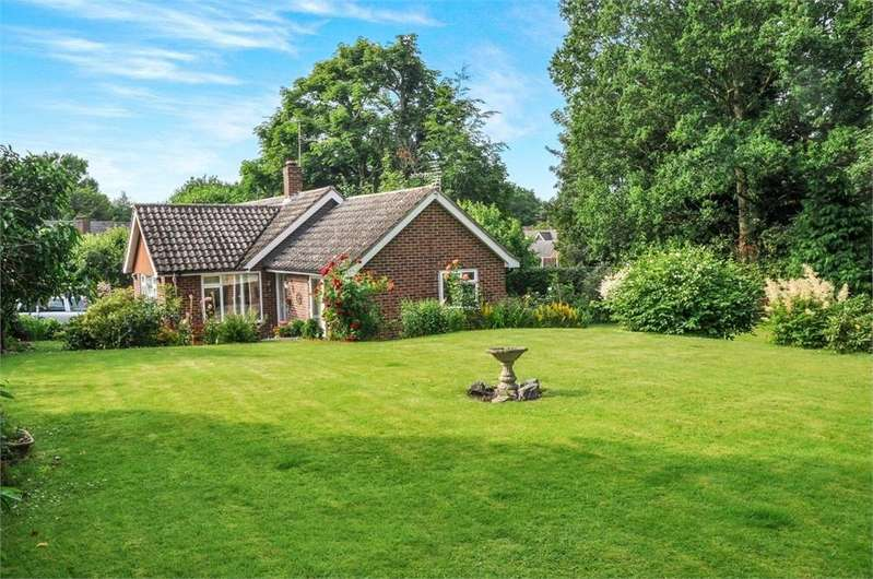 3 Bedrooms Detached Bungalow for sale in Horse Groom Lane, Galleywood, Chelmsford, Essex