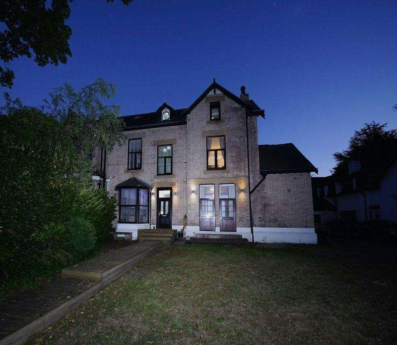 4 Bedrooms Semi Detached House for sale in Summerfield Drive, Prestwich