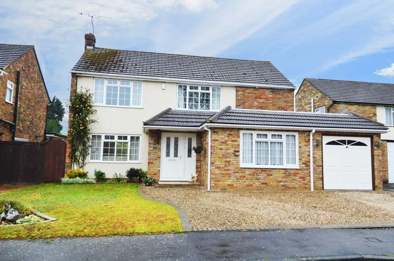 5 Bedrooms Detached House for sale in The Fairway, Flackwell Heath, HP10