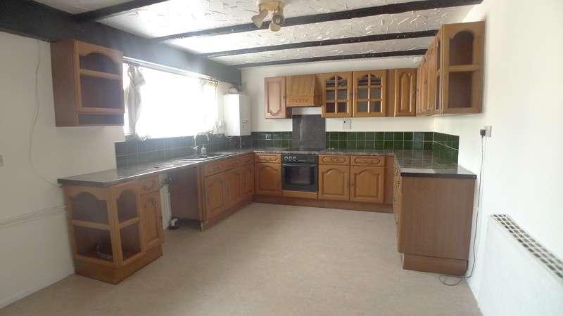 3 Bedrooms Terraced House for sale in Crabtree , Peterborough, Cambridgeshire. PE4 7EG