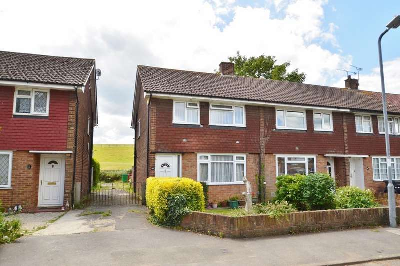 3 Bedrooms End Of Terrace House for sale in Laburnum Grove, Langley, SL3