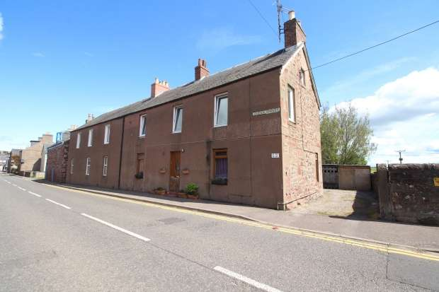 2 Bedrooms Flat for sale in Queen Street, Coupar Angus, Perthshire, PH13 9DE
