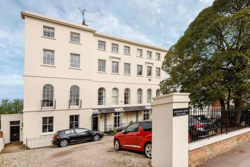 2 Bedrooms Flat for sale in Heritage Court, Reading, RG1