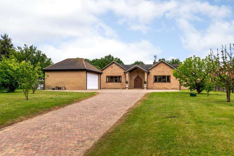 4 Bedrooms Detached Bungalow for sale in East Hanningfield Road, Sandon, Chelmsford