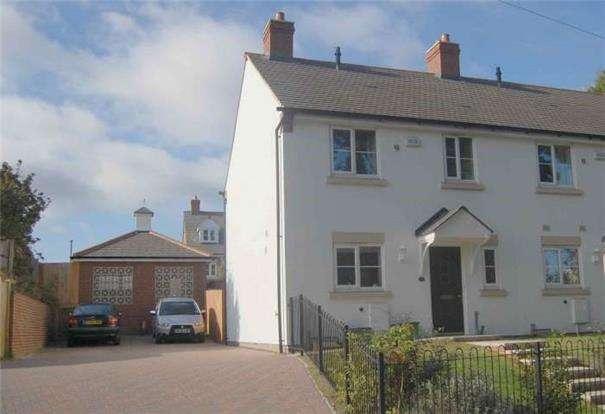 3 Bedrooms End Of Terrace House for sale in Deacon Mews, Brockworth, GL3 4PT