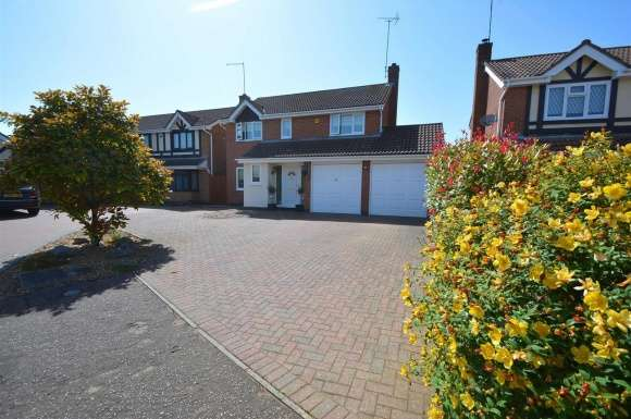 4 Bedrooms Property for sale in Walkers Way, Bretton, Peterborough