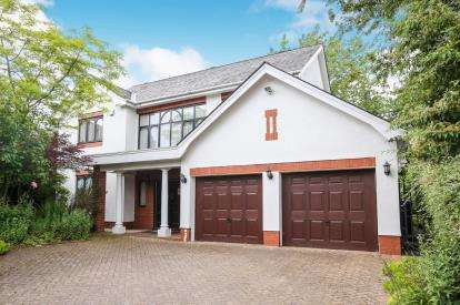 3 Bedrooms Detached House for sale in Kingston Hill, Cheadle, Cheshire, .
