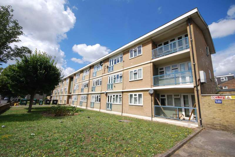 Flat for sale in Tyndall Road, Leyton