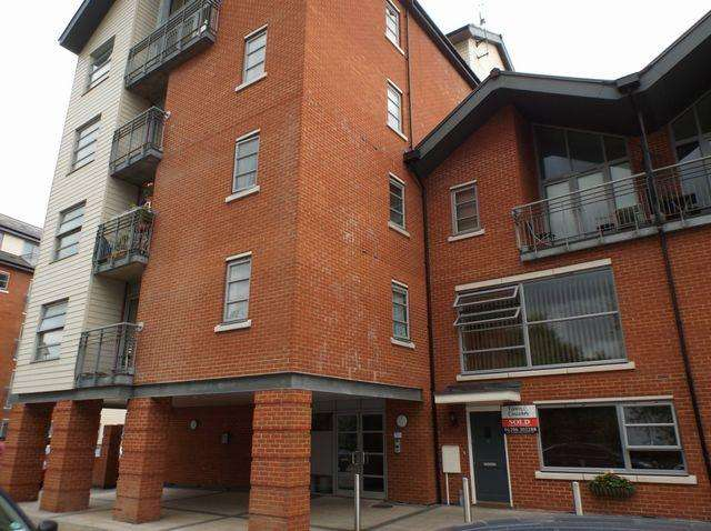 2 Bedrooms Apartment Flat for rent in Sheepen Place, COLCHESTER, Essex, CO3