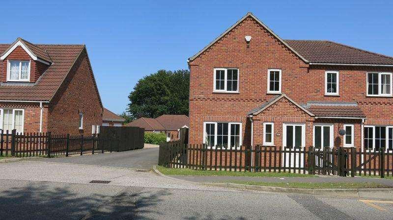 3 Bedrooms Semi Detached House for rent in Lincoln Road, Horncastle