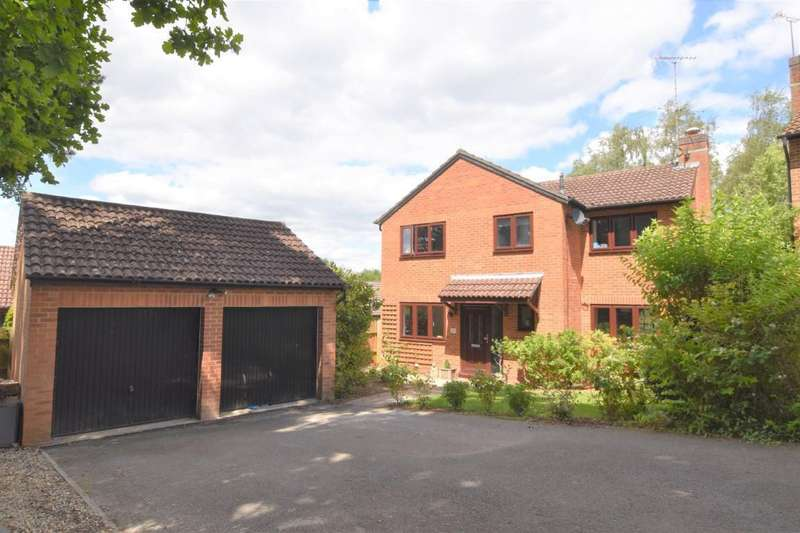 4 Bedrooms Detached House for sale in Lamden Way, Burghfield Common, Reading, RG7