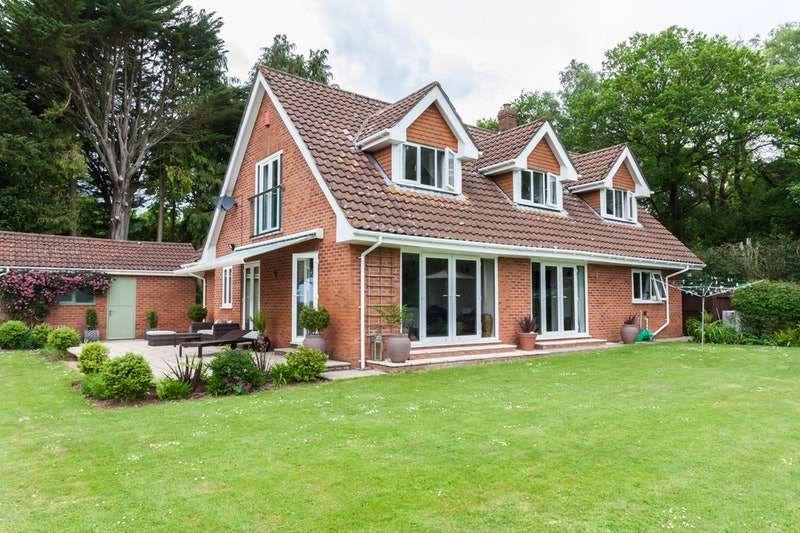 4 Bedrooms Detached House for sale in Yew Tree Brake, Chepstow, Gloucestershire, NP16
